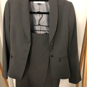 Tahari grey ladies suit set